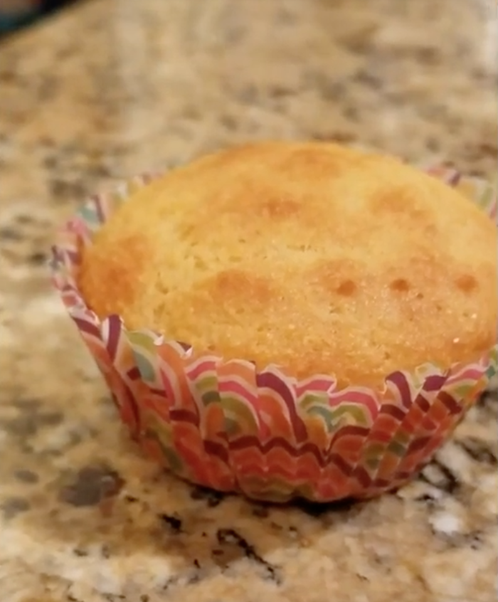 Cornbread+muffins+are+the+perfect+size+for+a+Thanksgiving+side+dish.